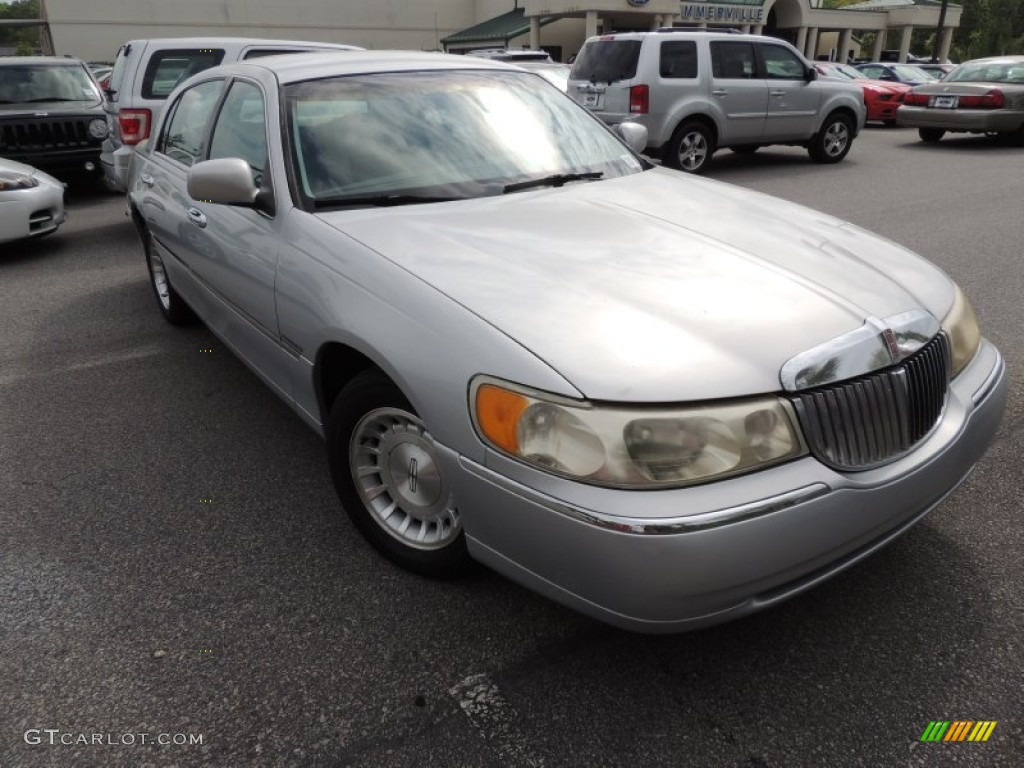 Silver Frost Metallic 1998 Lincoln Town Car Executive