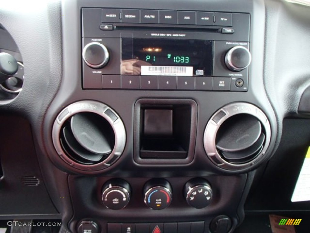 2013 Jeep Wrangler Unlimited Sport 4x4 Controls Photo ...