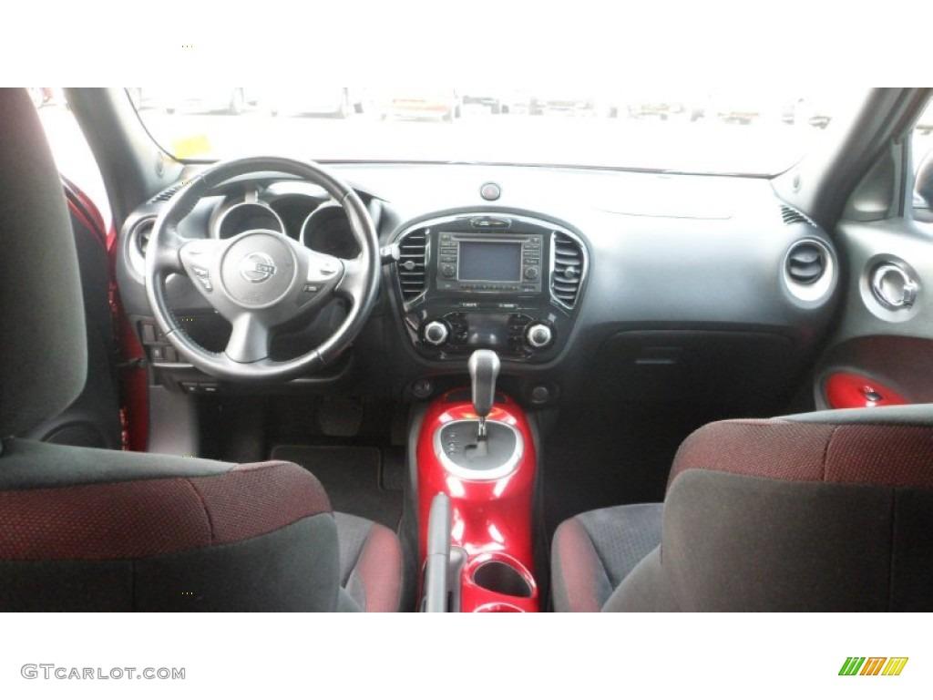 Juke 2017 Interior >> 2011 Nissan Juke SV Dashboard Photos   GTCarLot.com