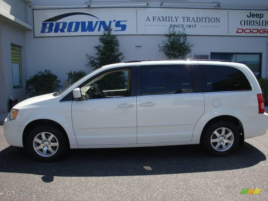 2008 stone white chrysler town country touring 8083053 for Stone s town country motors