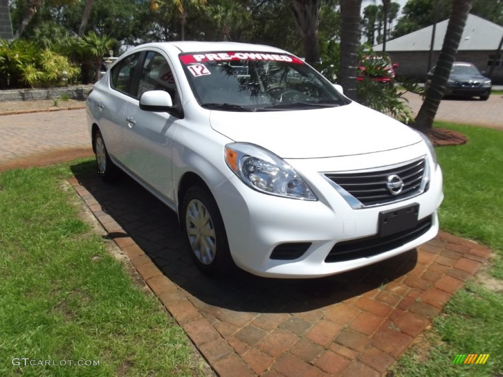 fresh powder white 2012 nissan versa 1 6 sv sedan exterior photo 81000803. Black Bedroom Furniture Sets. Home Design Ideas