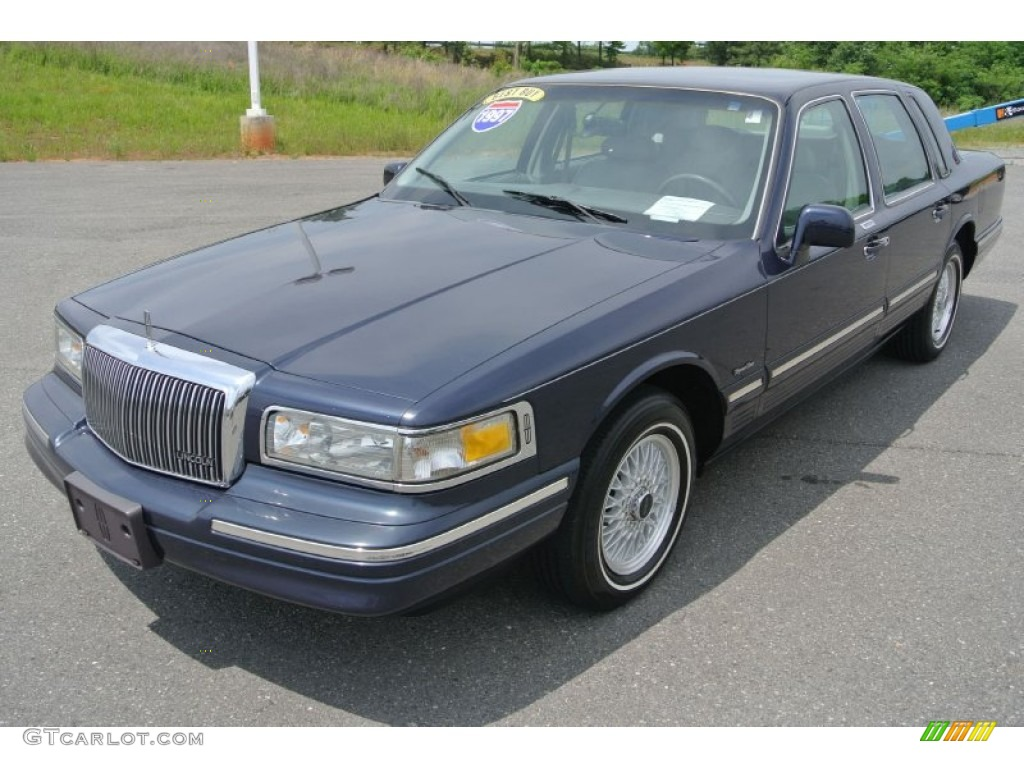 1997 deep navy blue pearl metallic lincoln town car signature 81127962 car. Black Bedroom Furniture Sets. Home Design Ideas