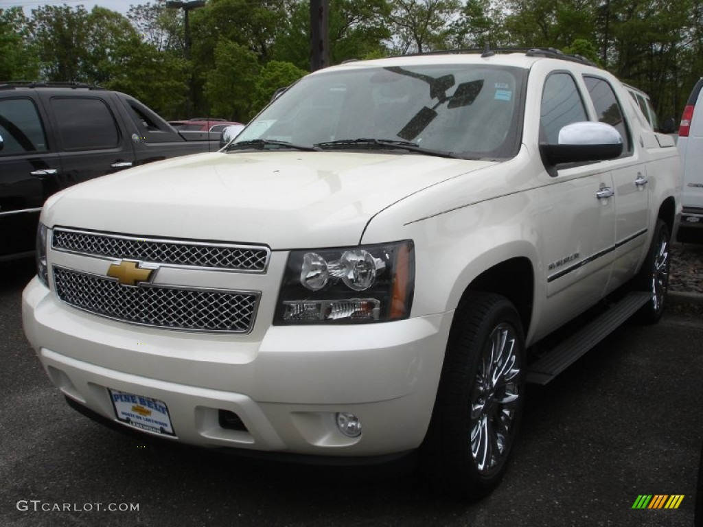 2013 white diamond tricoat chevrolet avalanche ltz 4x4 81252903 car color. Black Bedroom Furniture Sets. Home Design Ideas