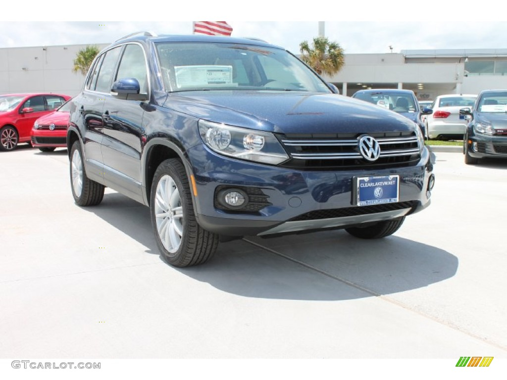 2013 night blue metallic volkswagen tiguan sel 81685413. Black Bedroom Furniture Sets. Home Design Ideas