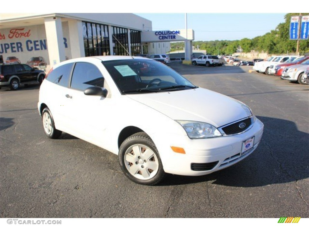 2006 cloud 9 white ford focus zx3 se hatchback 81932595. Black Bedroom Furniture Sets. Home Design Ideas