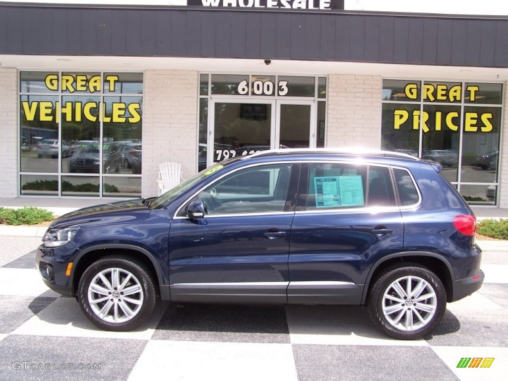2013 night blue metallic volkswagen tiguan se 82063322. Black Bedroom Furniture Sets. Home Design Ideas