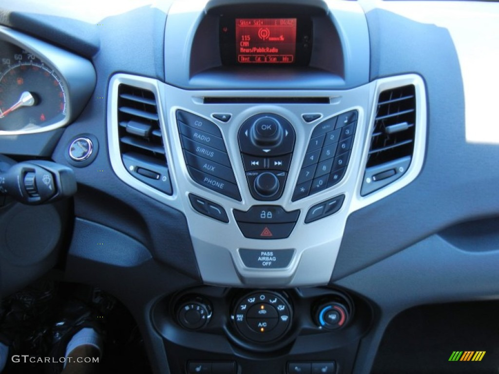 2013 Ford Fiesta Titanium Sedan Controls Photos