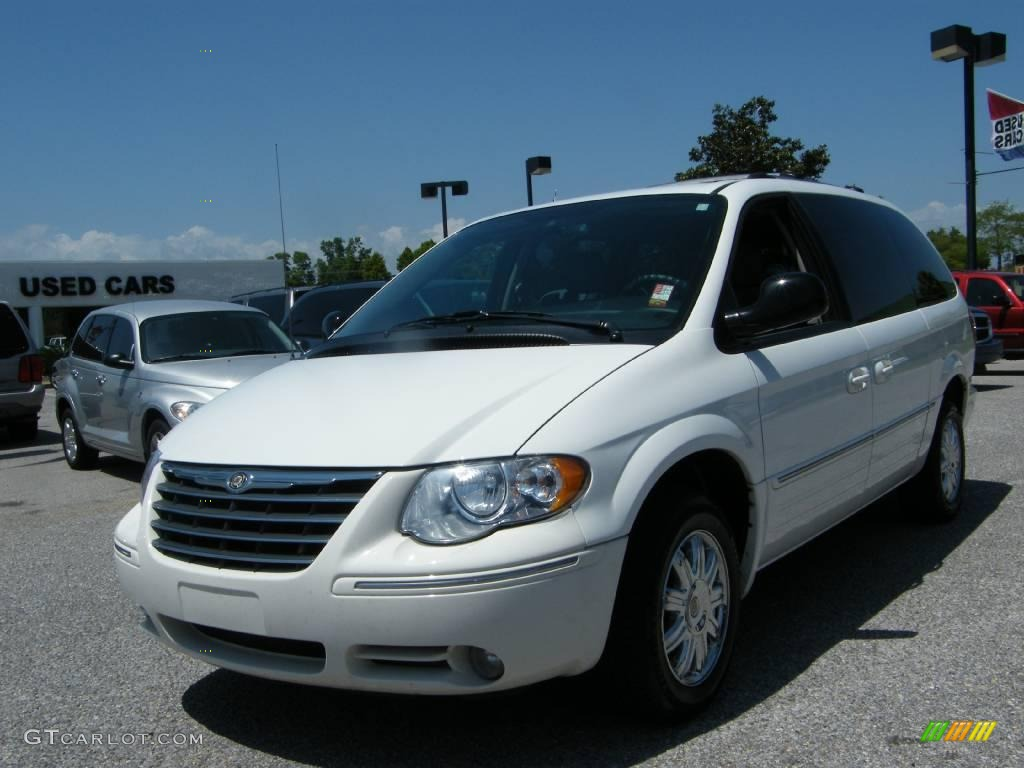 2005 stone white chrysler town country limited 8246982 for Stone s town country motors