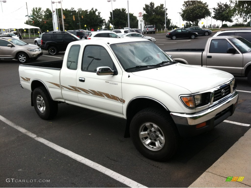 1995 white toyota tacoma v6 extended cab 4x4 82732227. Black Bedroom Furniture Sets. Home Design Ideas