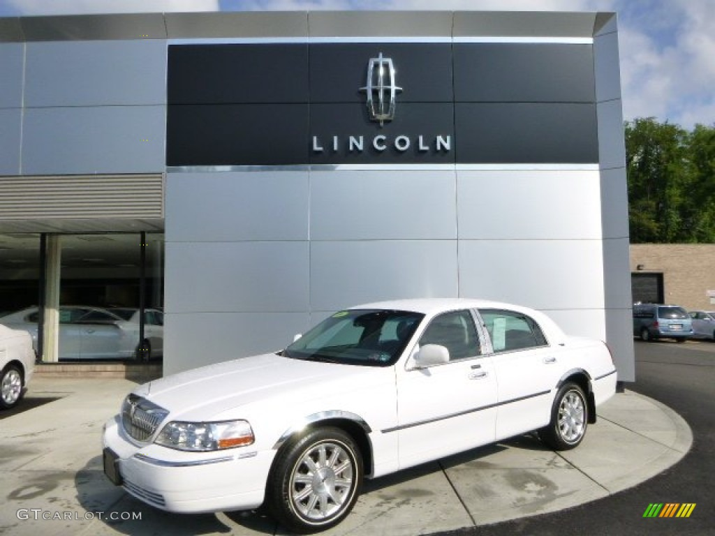 2009 vibrant white lincoln town car signature limited 82731962 car color galleries. Black Bedroom Furniture Sets. Home Design Ideas