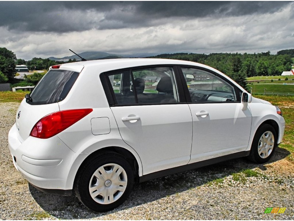 Fresh Powder White 2011 Nissan Versa 1.8 S Hatchback ...