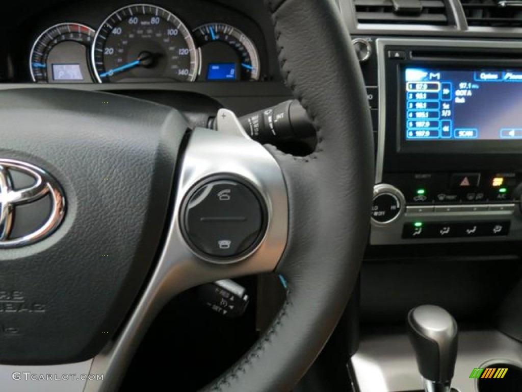 2013 Toyota Camry Se Controls Photos