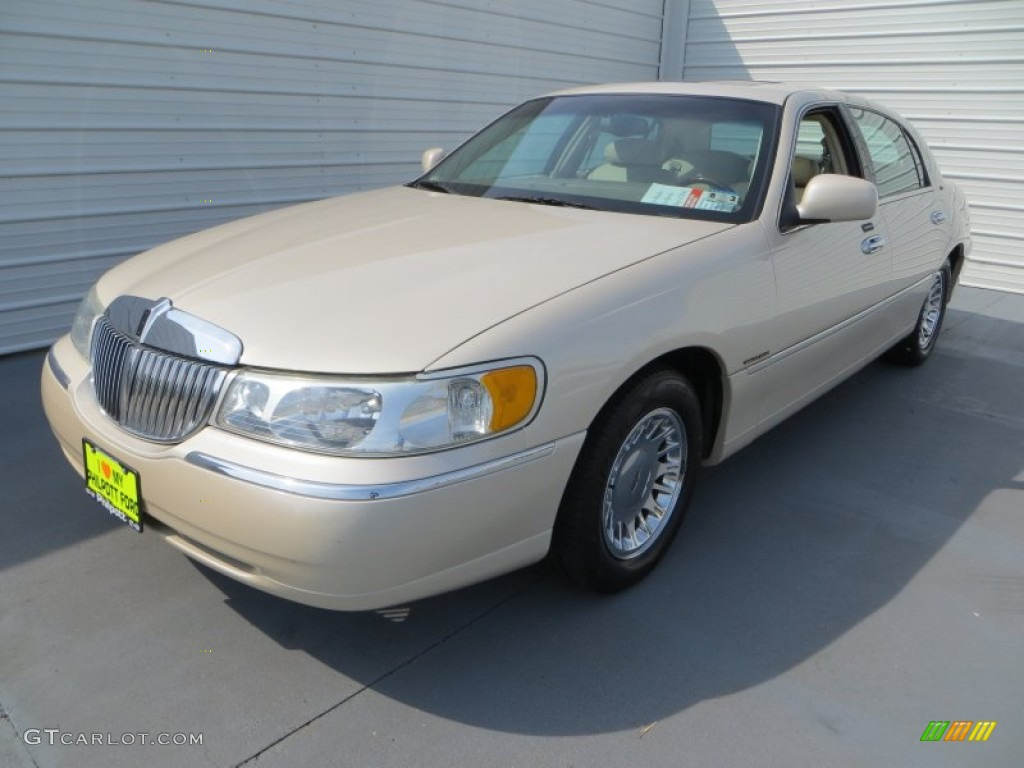 2002 ivory parchment pearl lincoln town car cartier 82925211 photo 7 car. Black Bedroom Furniture Sets. Home Design Ideas