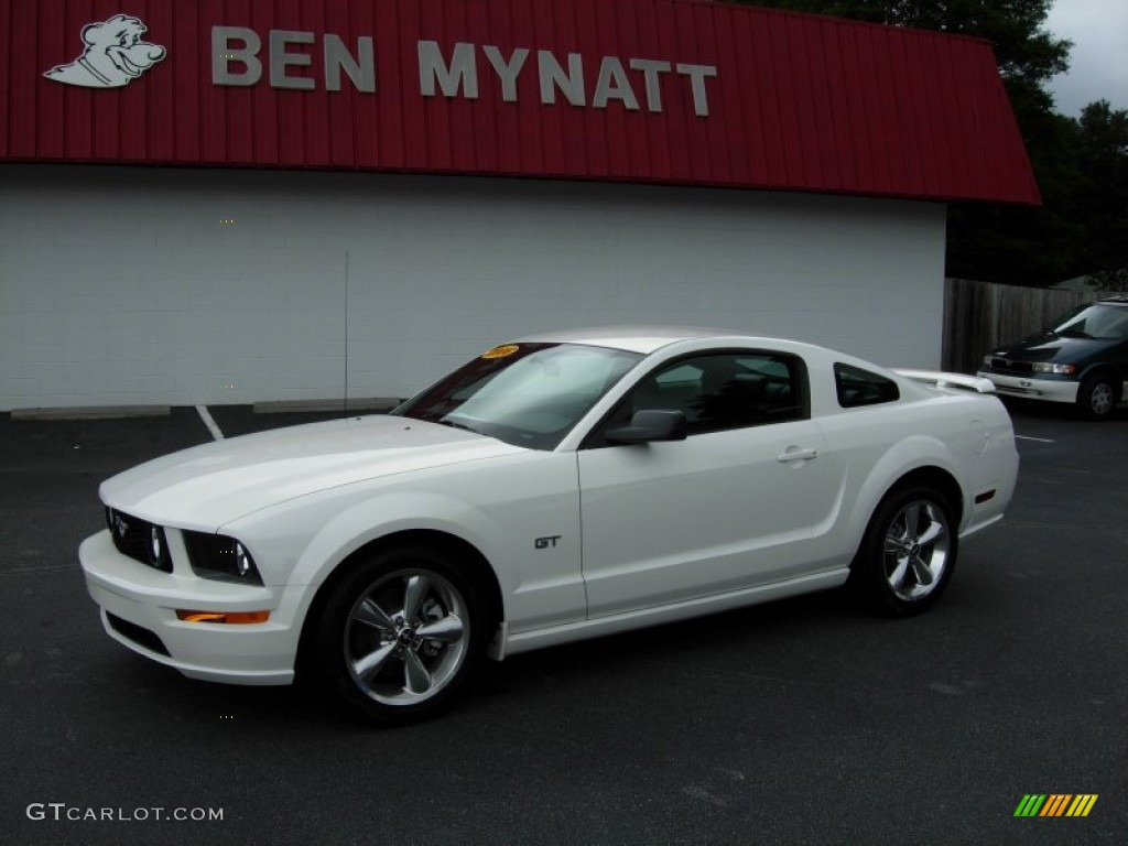2006 Mustang GT Premium Coupe - Performance White / Dark Charcoal photo #1