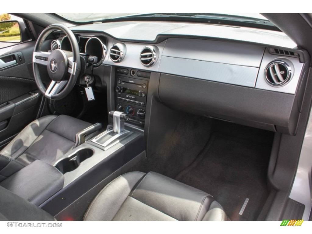 2006 Ford Mustang V6 Premium Coupe Dashboard Photos