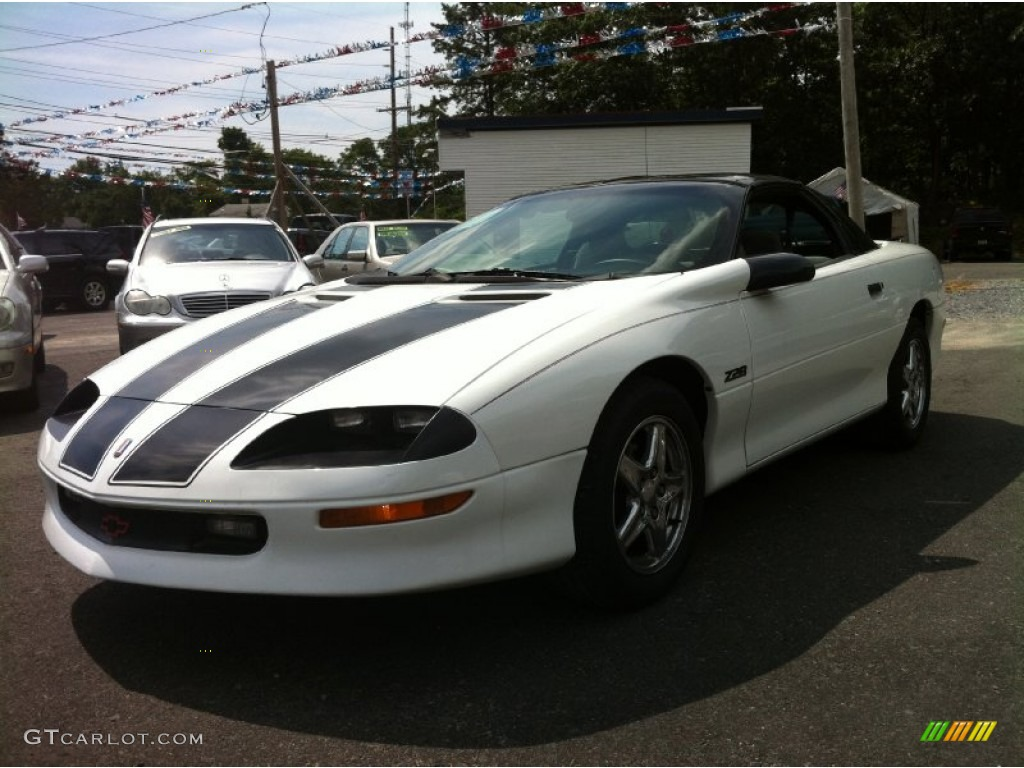 1997 arctic white chevrolet camaro z28 coupe 83954630. Black Bedroom Furniture Sets. Home Design Ideas