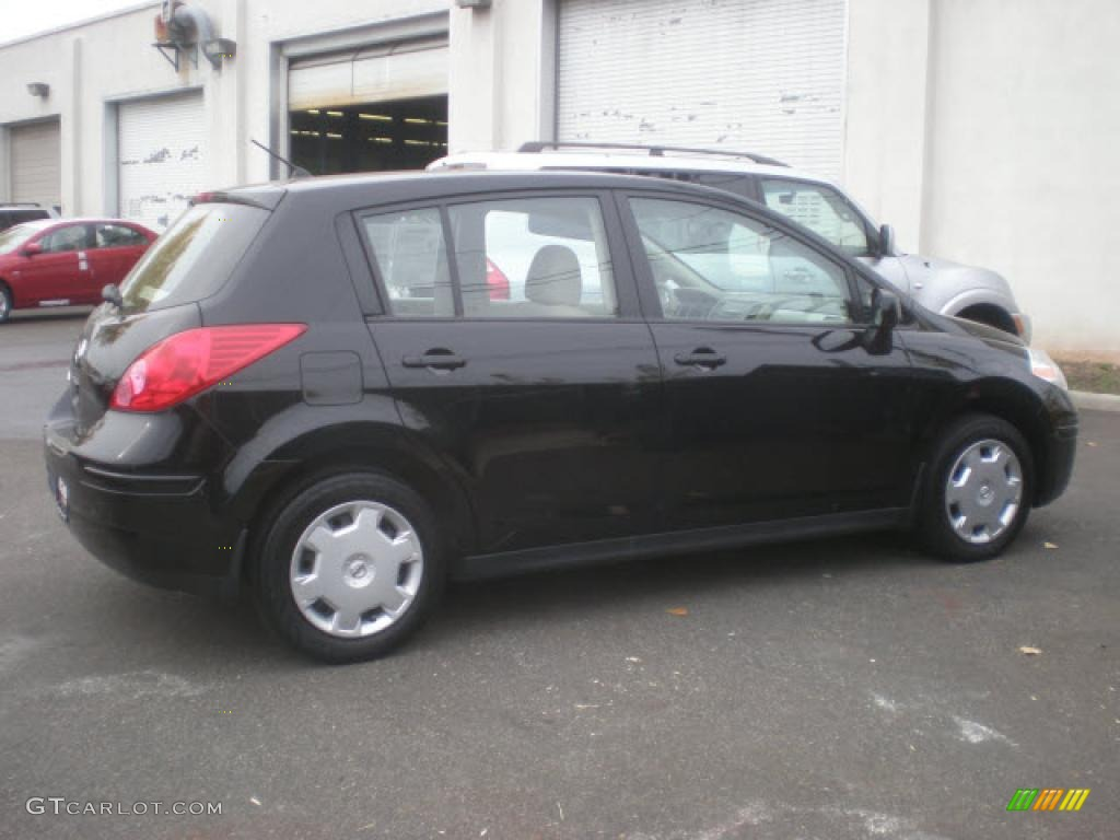 2008 super black nissan versa 18 s hatchback 8401797 photo 2 2008 versa 18 s hatchback super black beige photo 2 vanachro Images