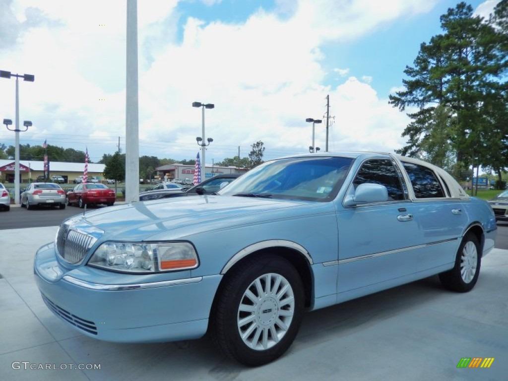 2005 Light Ice Blue Metallic Lincoln Town Car Signature 84042546