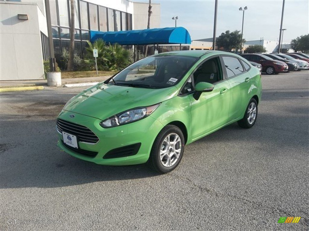 2014 Fiesta SE Sedan - Green Envy / Medium Light Stone photo #1