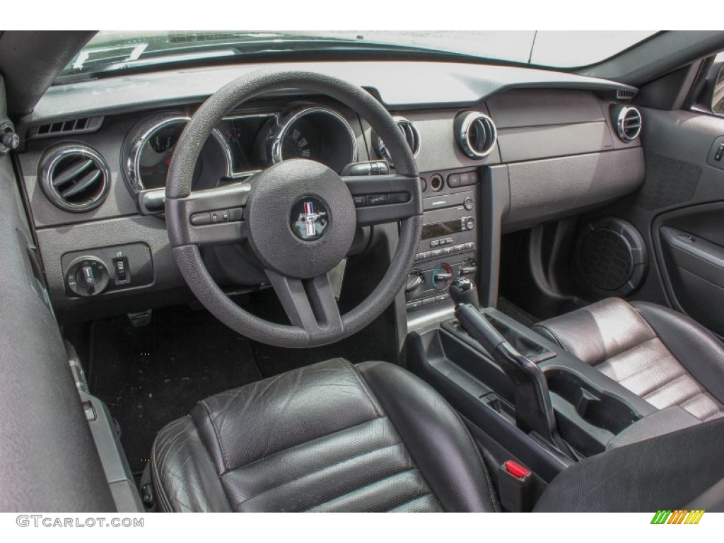 Dark Charcoal Interior 2005 Ford Mustang Gt Premium Coupe Photo 84356643