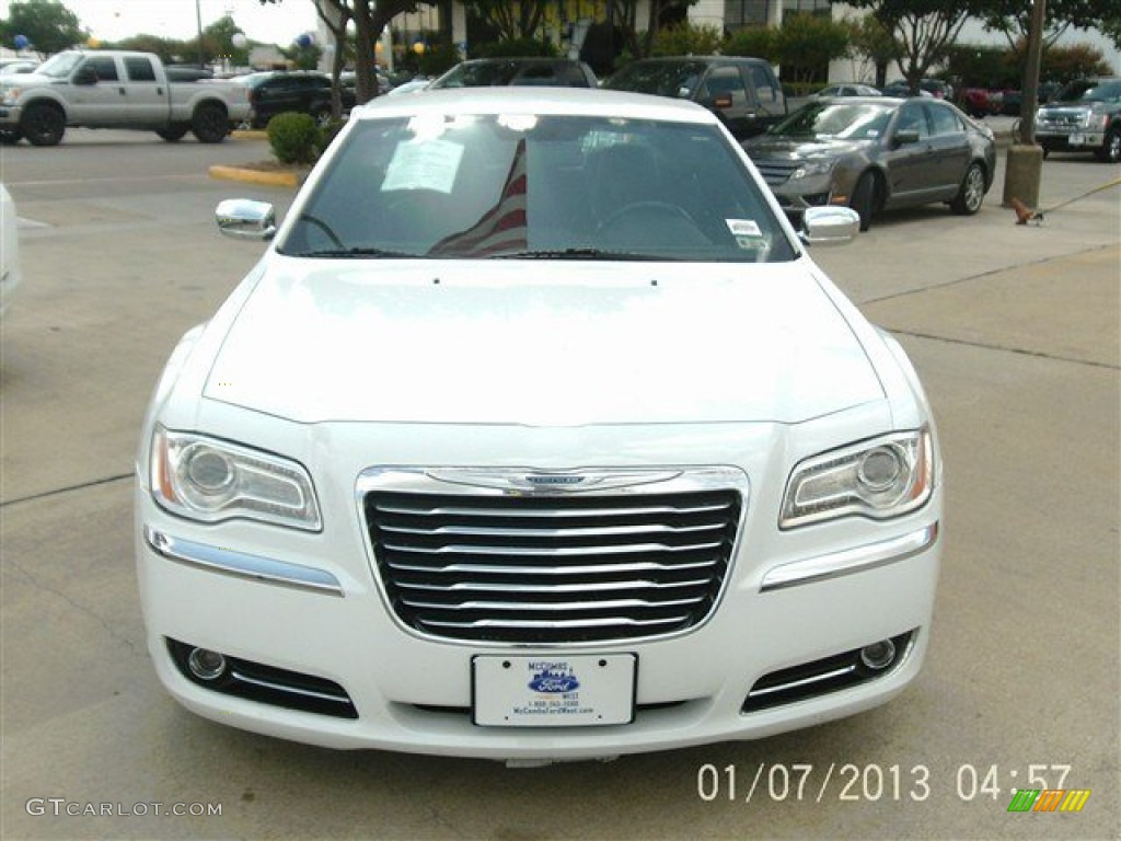 2013 300 C - Bright White / Black photo #1