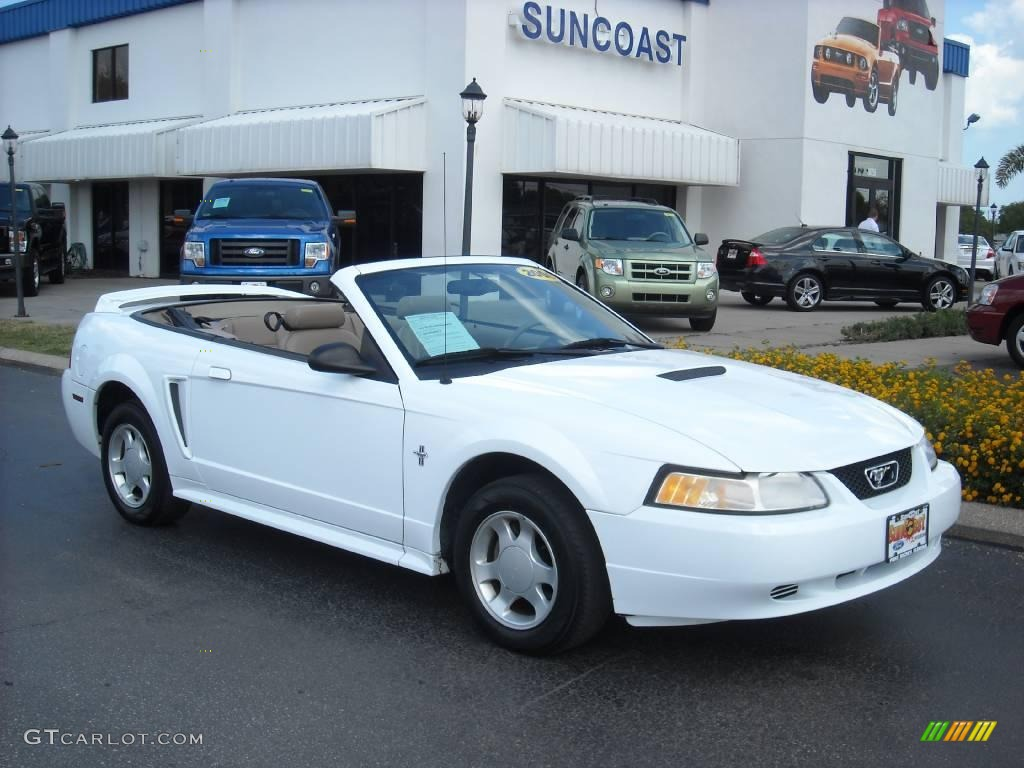 2000 Crystal White Ford Mustang V6 Convertible 8493030