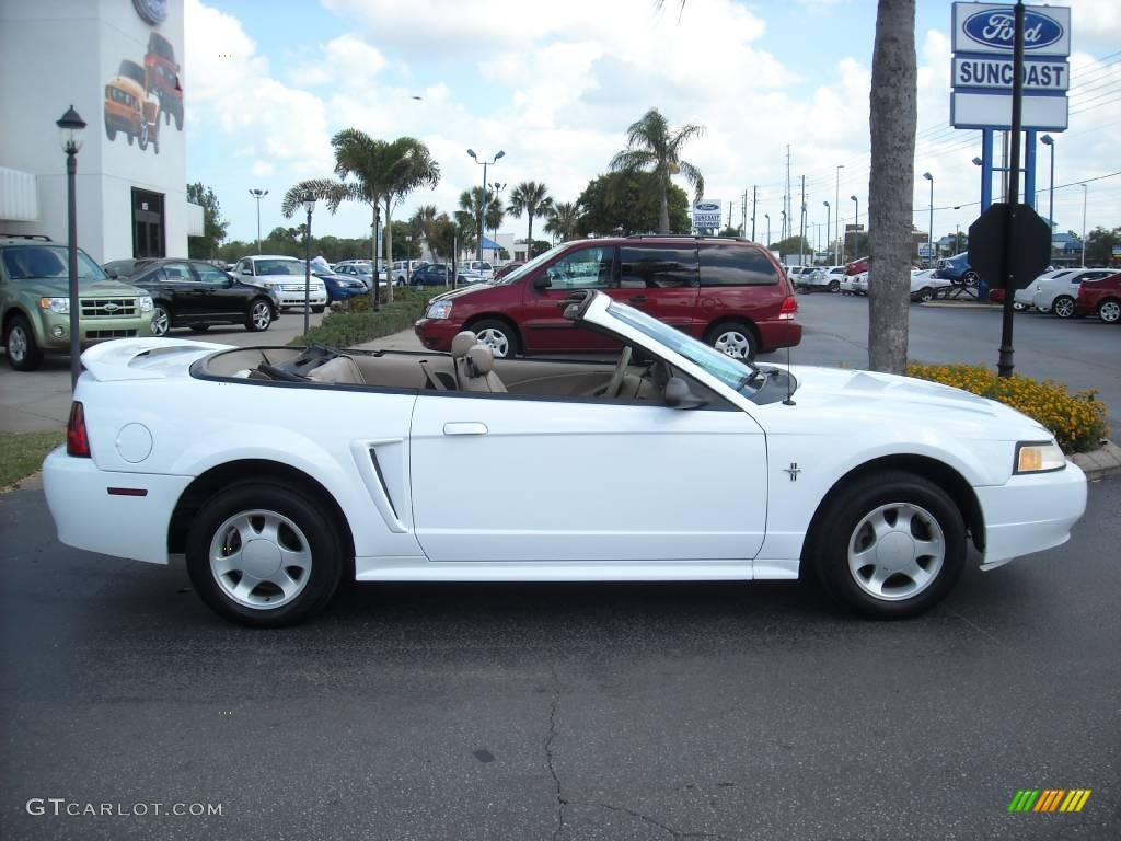 2000 crystal white ford mustang v6 convertible 8493030. Black Bedroom Furniture Sets. Home Design Ideas