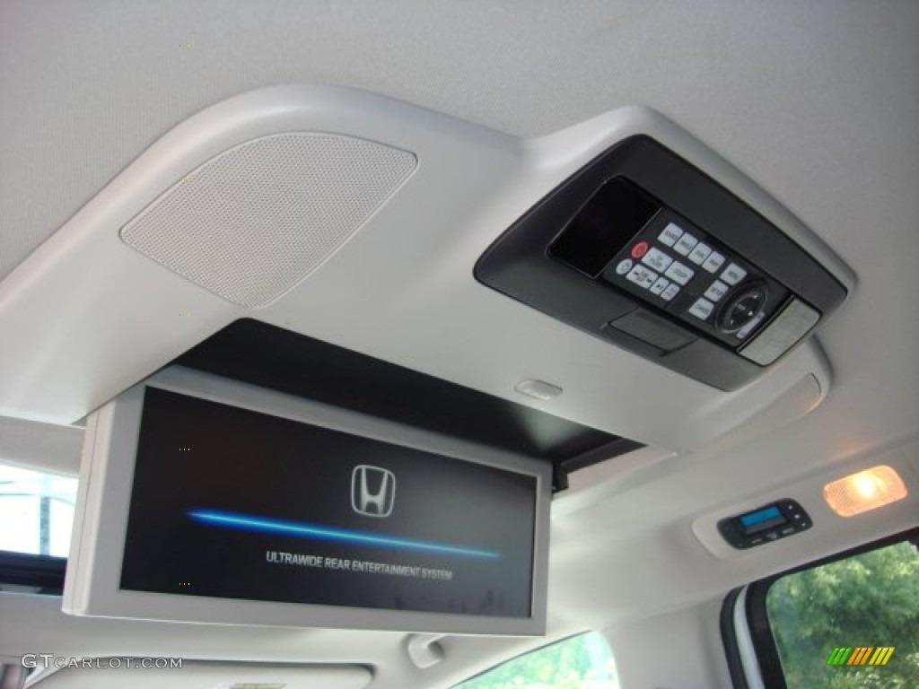 2012 Honda Odyssey Touring Elite Entertainment System