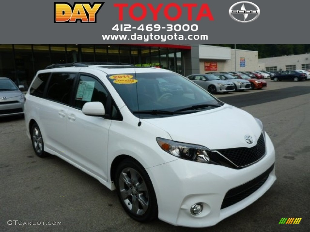 2011 Sienna SE - Super White / Dark Charcoal photo #1