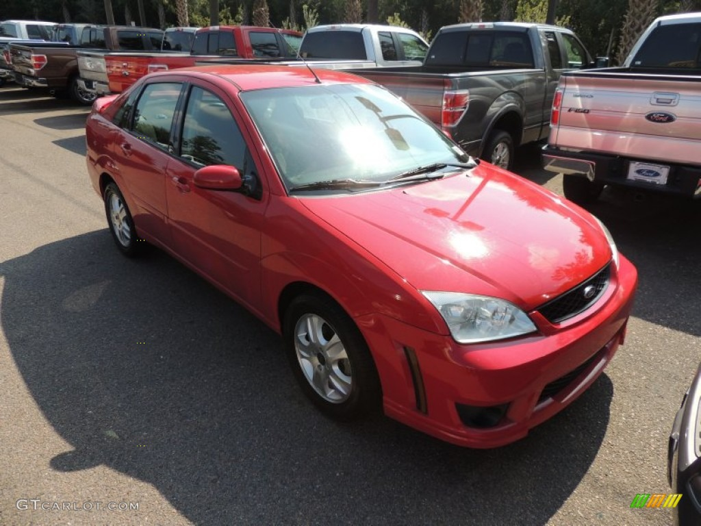 2006 Focus ZX4 ST Sedan - Infra-Red / Charcoal/Red photo #1