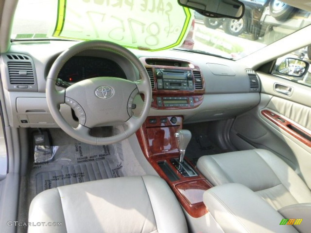 Taupe interior 2005 toyota camry xle v6 photo 86031313