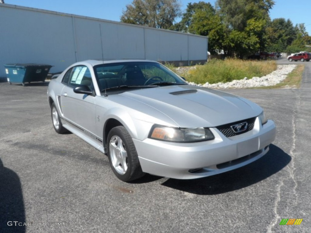 2001 silver metallic ford mustang v6 coupe 86158792. Black Bedroom Furniture Sets. Home Design Ideas