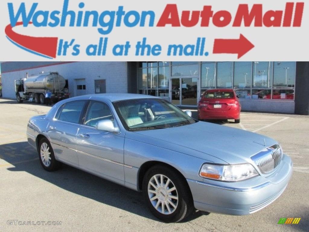 2006 Light Ice Blue Metallic Lincoln Town Car Signature 86206791