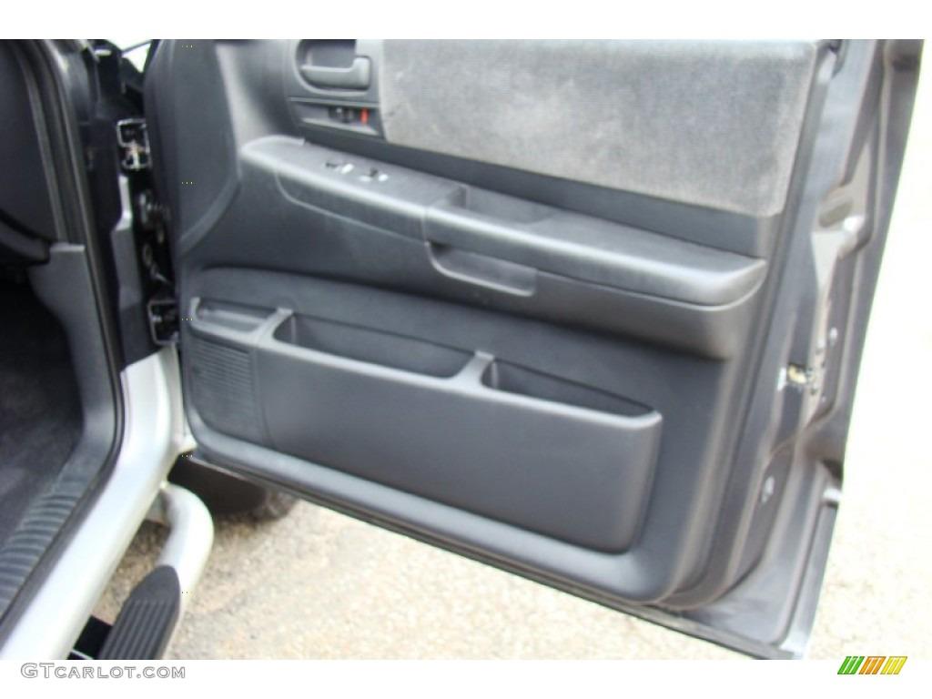 2004 Dakota SLT Quad Cab 4x4 - Graphite Metallic / Dark Slate Gray photo #25