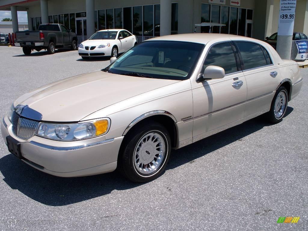 2000 ivory parchment pearl tri coat lincoln town car cartier 8718036 car color. Black Bedroom Furniture Sets. Home Design Ideas