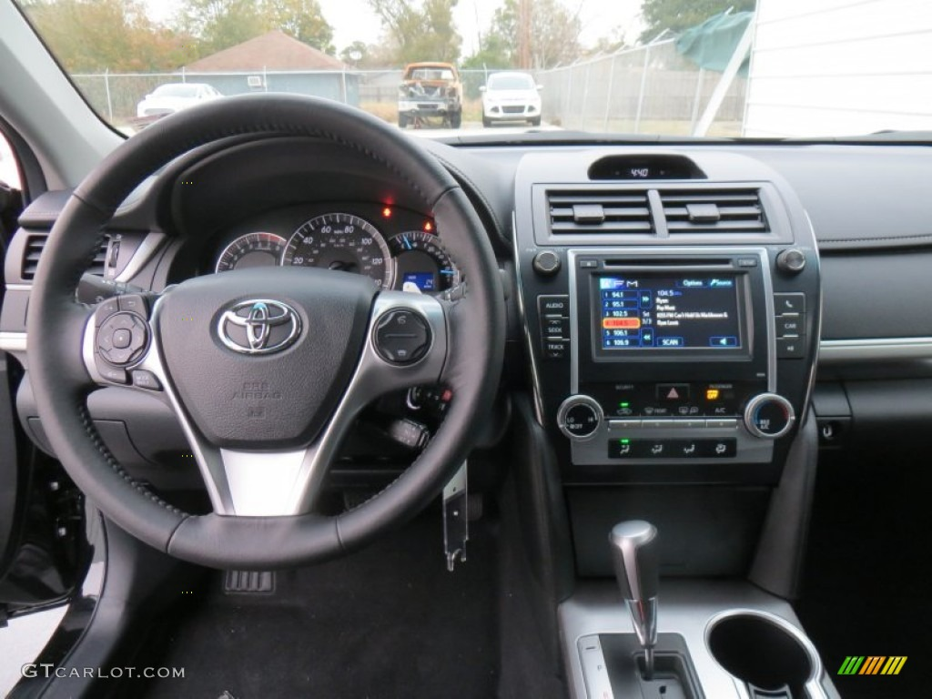 2014 toyota camry se dashboard photos. Black Bedroom Furniture Sets. Home Design Ideas