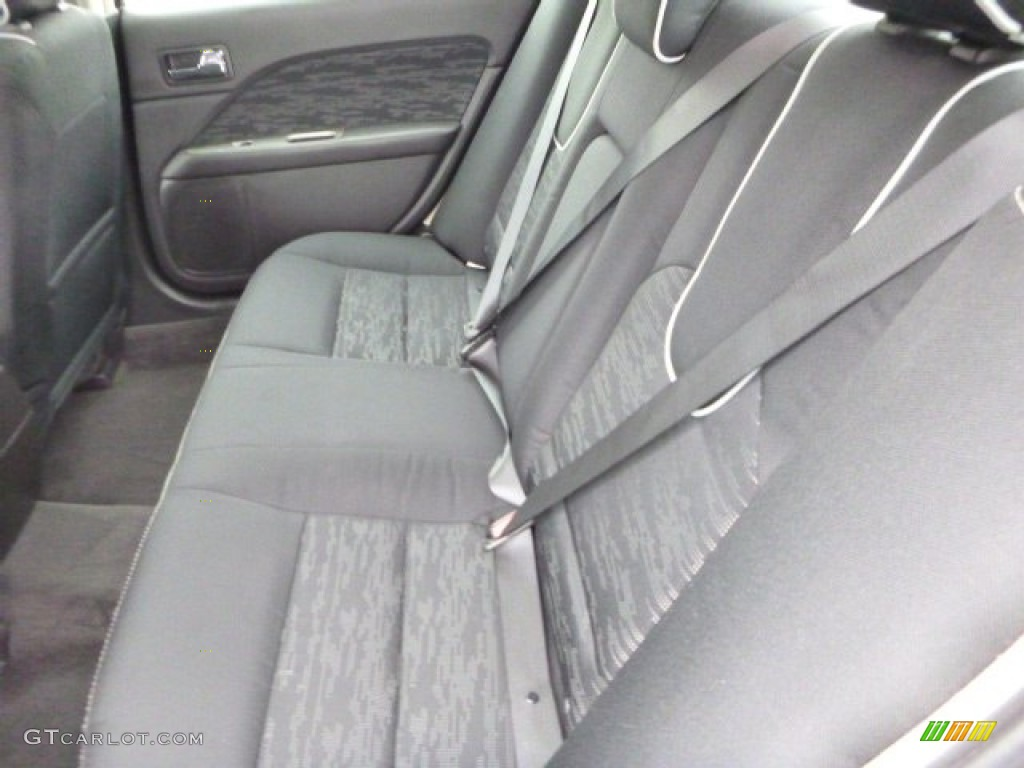 2011 Fusion SE V6 - Red Candy Metallic / Charcoal Black photo #9