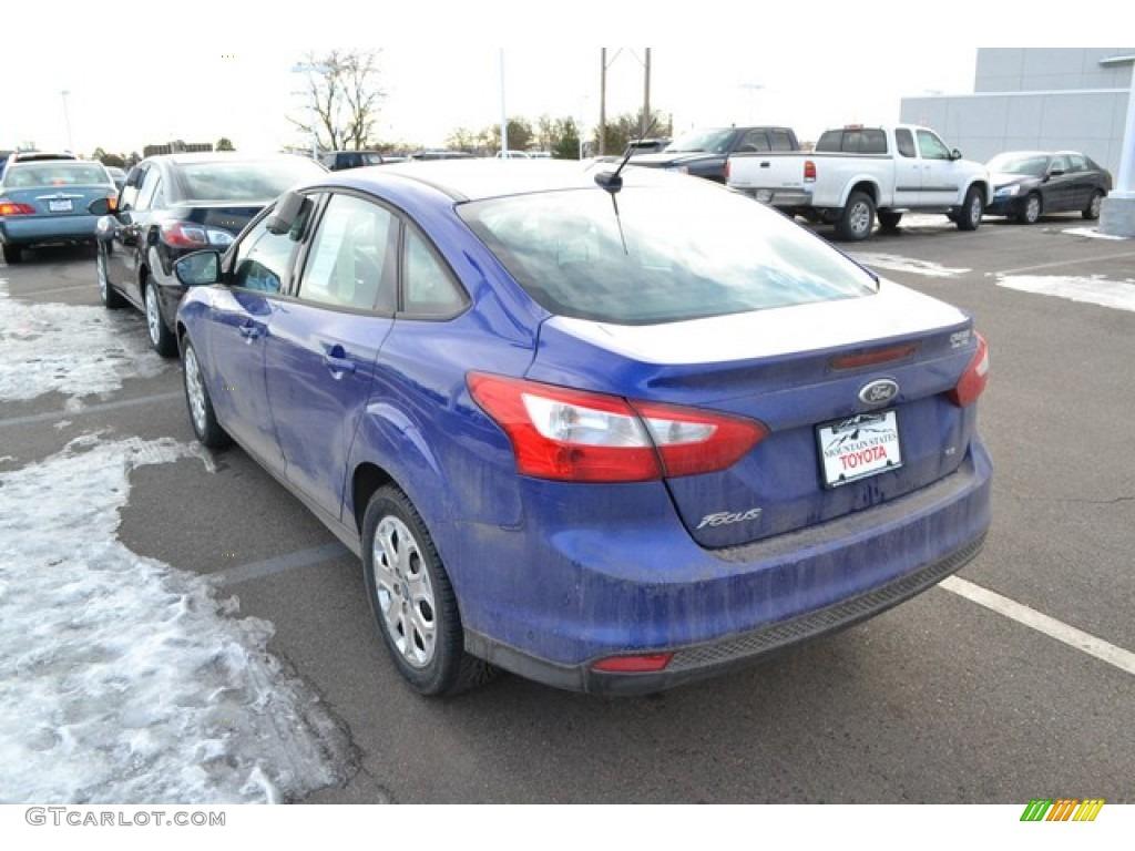2012 Focus SE Sedan - Sonic Blue Metallic / Charcoal Black photo #3