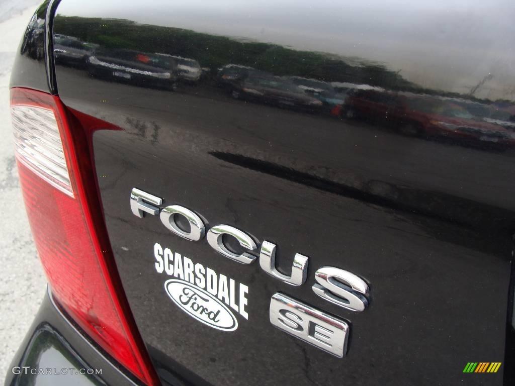 2005 Focus ZX4 SE Sedan - Pitch Black / Dark Pebble/Light Pebble photo #7