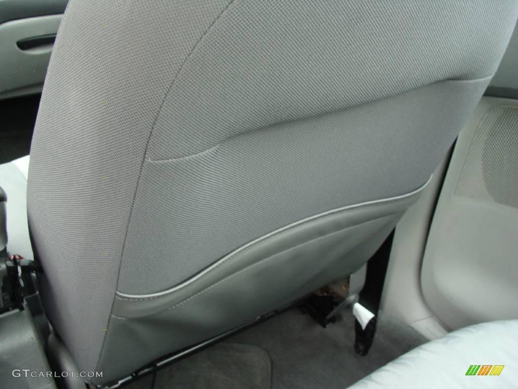 2005 Focus ZX4 SE Sedan - Pitch Black / Dark Pebble/Light Pebble photo #23