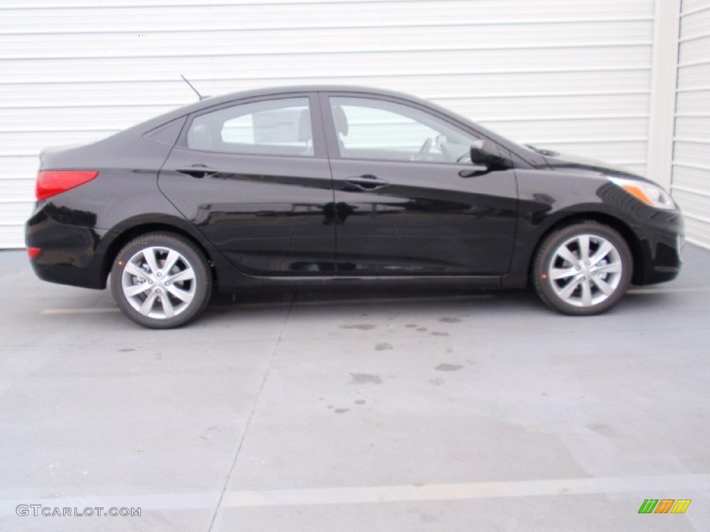 ultra black 2014 hyundai accent gls 4 door exterior photo. Black Bedroom Furniture Sets. Home Design Ideas