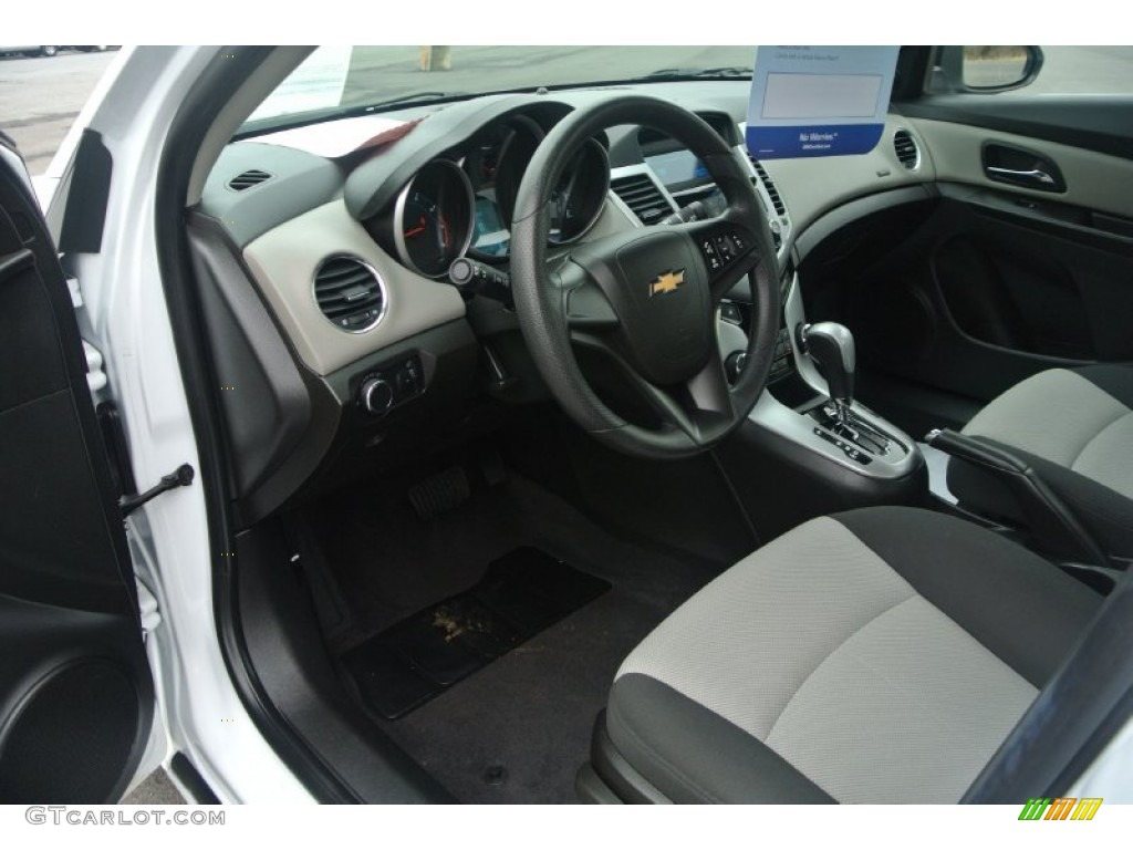 2011 Chevrolet Cruze Ls Interior Photos