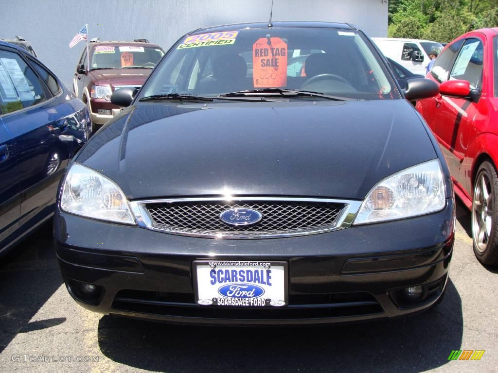 2005 Focus ZX3 SE Coupe - Pitch Black / Charcoal/Charcoal photo #2