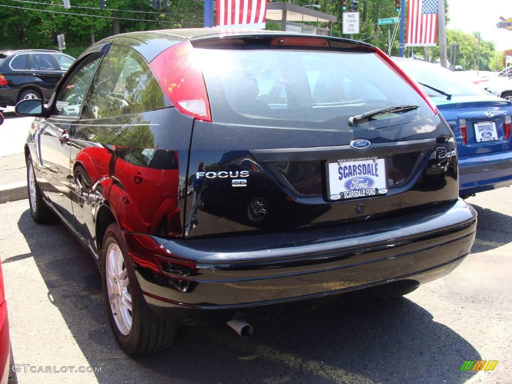 2005 Focus ZX3 SE Coupe - Pitch Black / Charcoal/Charcoal photo #6