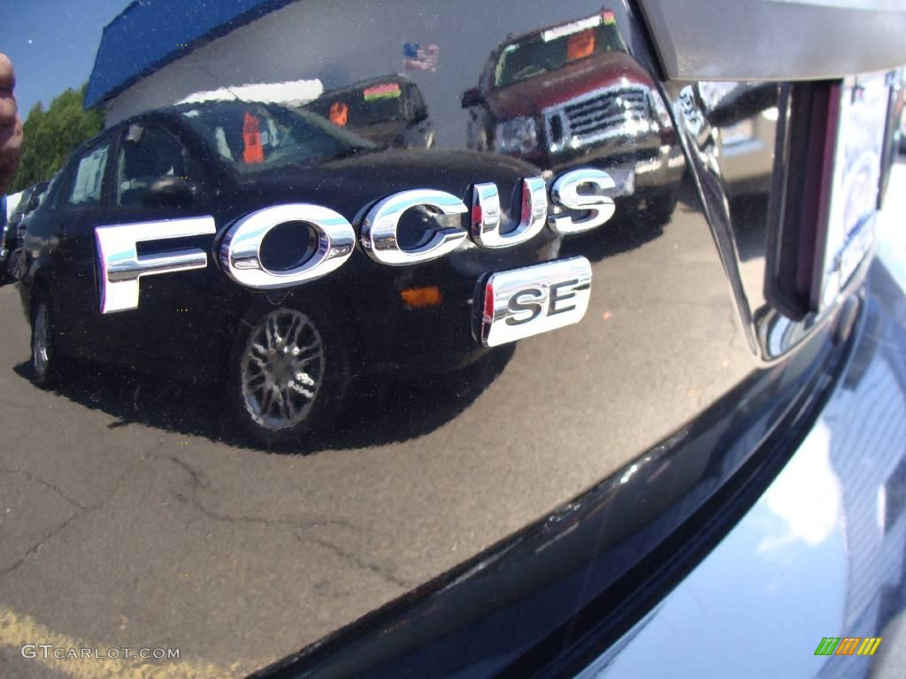 2005 Focus ZX3 SE Coupe - Pitch Black / Charcoal/Charcoal photo #8