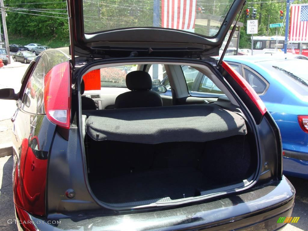 2005 Focus ZX3 SE Coupe - Pitch Black / Charcoal/Charcoal photo #23