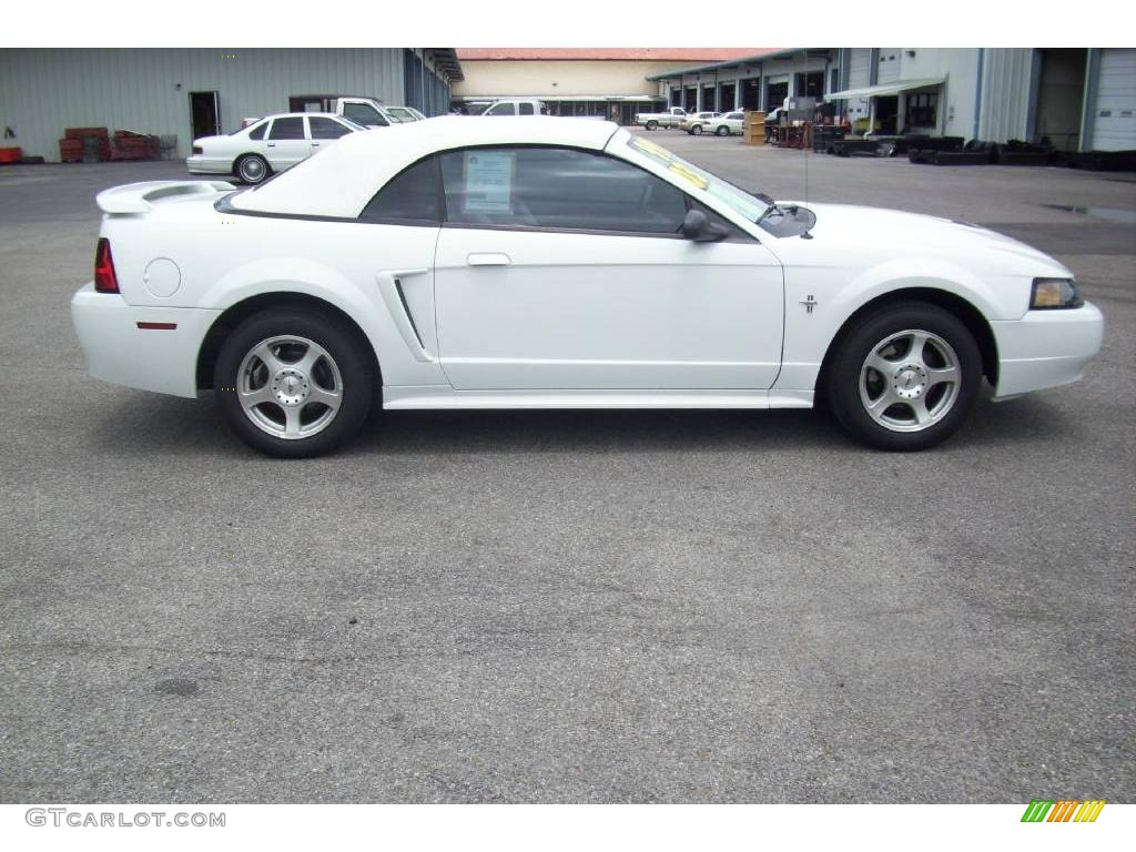 Oxford White Ford Mustang V6 Convertible