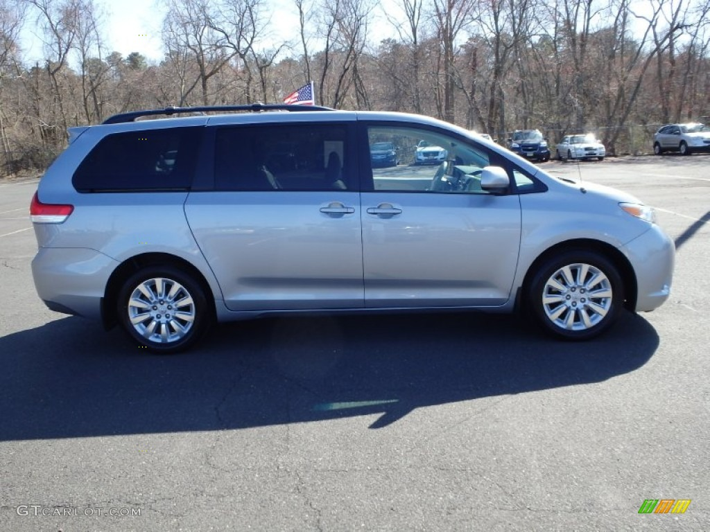 2011 Sienna XLE AWD - Silver Sky Metallic / Light Gray photo #4