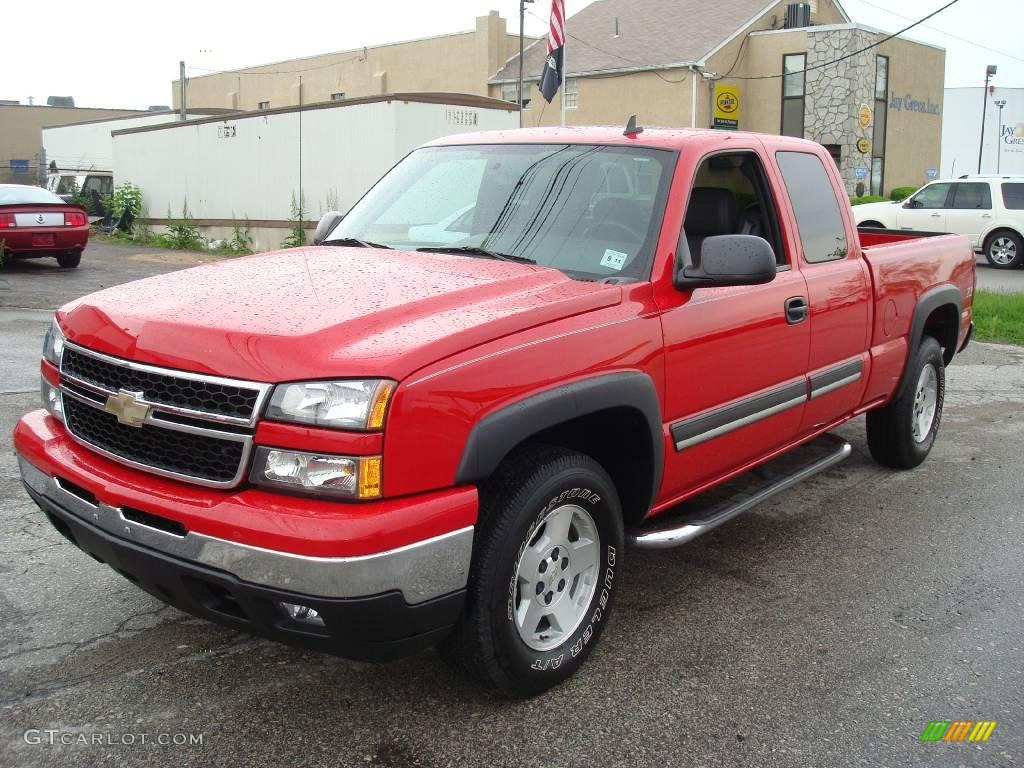 2006 Silverado 1500 LS Extended Cab 4x4 - Victory Red / Dark Charcoal photo #1