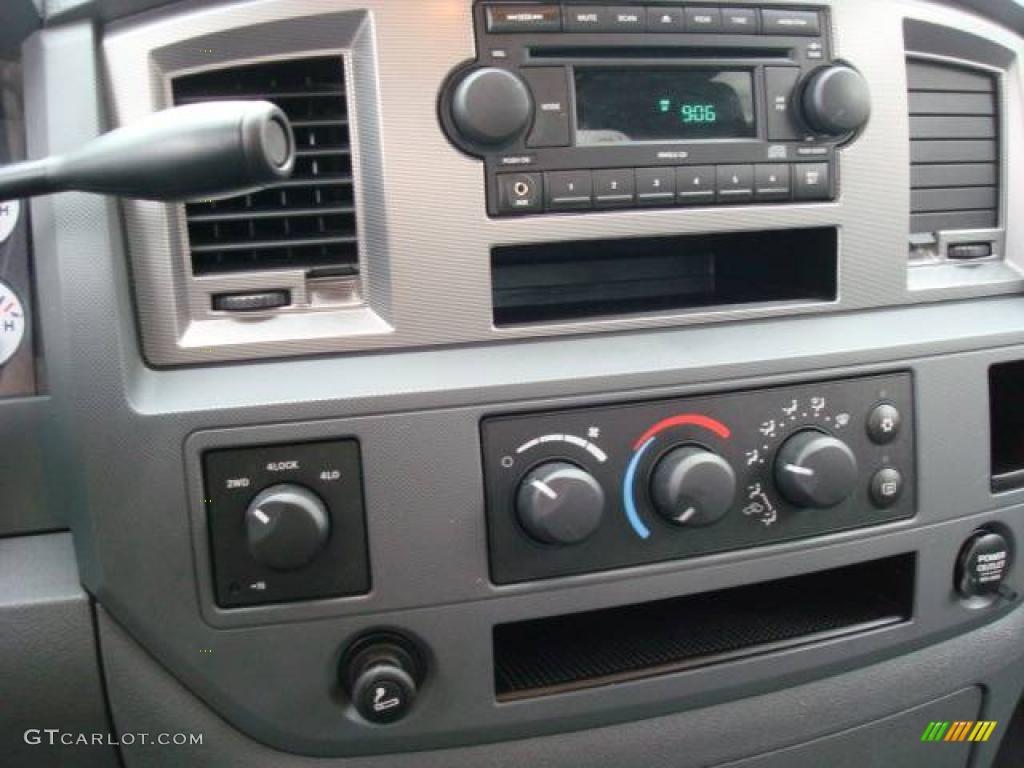 2006 Ram 1500 Sport Quad Cab 4x4 - Bright Silver Metallic / Medium Slate Gray photo #18